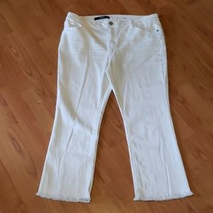 Vera Wang white crop raw edge ankle jeans
